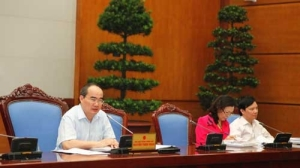 Deputy Prime Minister (and former Education Minister)  Nguyen Thien Nhan (left) at a August 17th meeting to discuss this issue.  (Photo: chinhphu.vn)