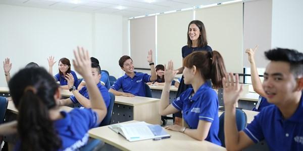 Sinh viên theo học chương trình của trường Broward College, một trường được kiểm định vùng.(Một Thế Giới)