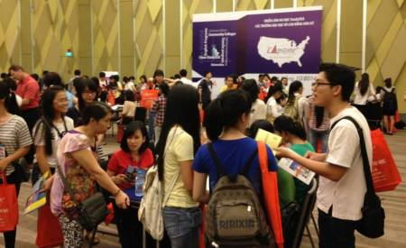 A Capstone StudyUSA Higher Education Fairs, at which nearly 100% of the representatives are from the home institutions.