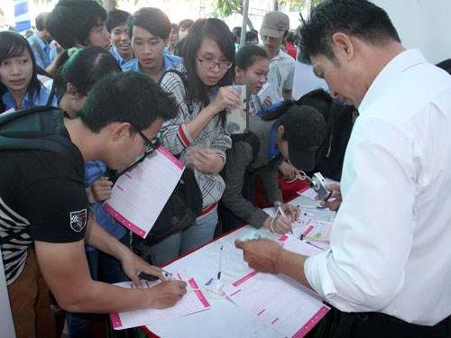 Students attend a job fair in Ho Chi Minh City. Photo: Dao Ngoc Thach