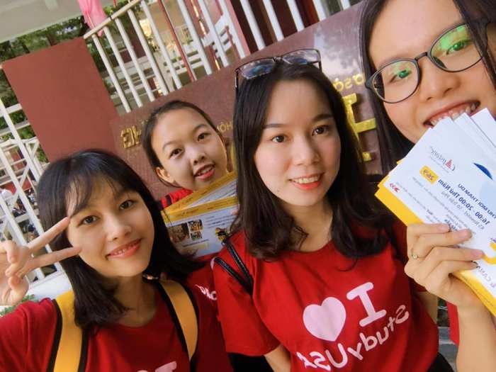 capstone student volunteers